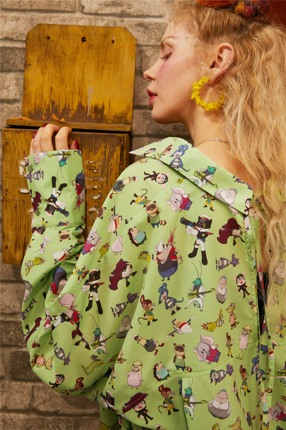 ELFSACK Green Cartoon Print Cut Out Shirts Women 2020 Spring New Lace UP Back Long Sleeve Casual Office Ladies Daily Tops