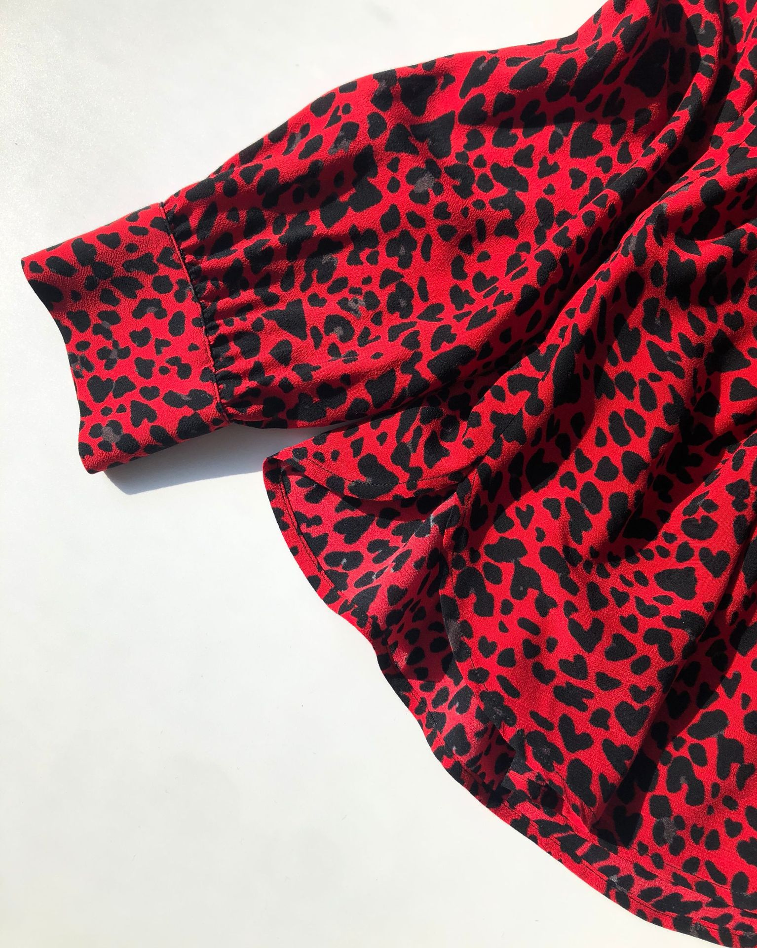 Women Shirt 2020 New Red Leopard Shirt Print Red Tone Is White and Thin V-neck Viscose Crepe Top